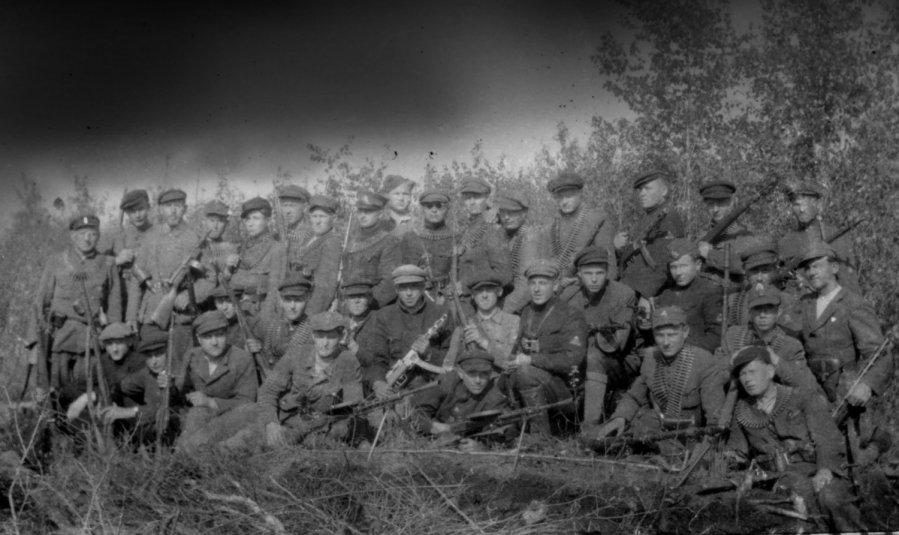 """Paliose veikę Varniškių ir """"Muškietininkų"""" būrių partizanai. 1945 m. balandis<br>"""